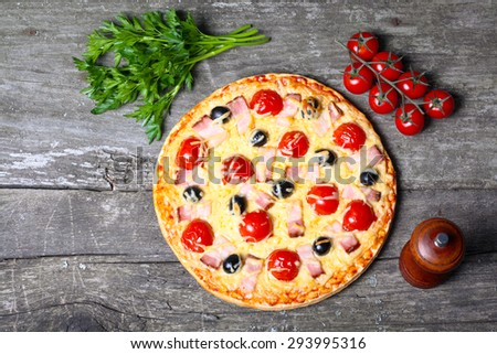 pizza with bacon, olives and tomato.