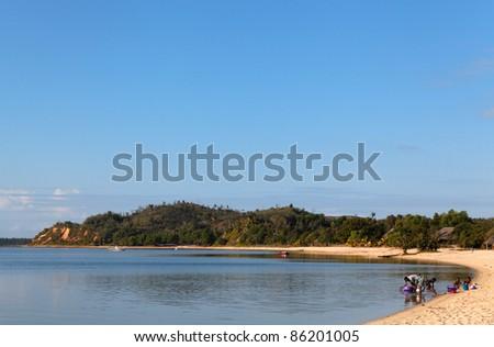 Plage de sable fin au levée du jour à Manambato, Madagascar - stock photo