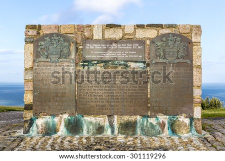 Plaque commemorating the purchase of the land between Beachy Head and Folkington by the Eastbourne Corporation on 29 October 1929. Re-erected by the Duke of Devonshire 21 November 1979.  Sussex, UK - stock photo
