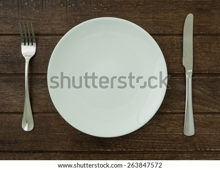 plate set on dining table