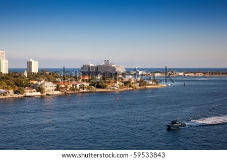 PORT EVERGLADES, FT. LAUDERDALE - FEBRUARY 7: Large cruiseship departs from Port Everglades, Fort Lauderdale February 7, 2010 in Florida. - stock photo