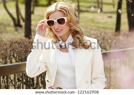 Portrait of a beautiful girl in sunglasses outside