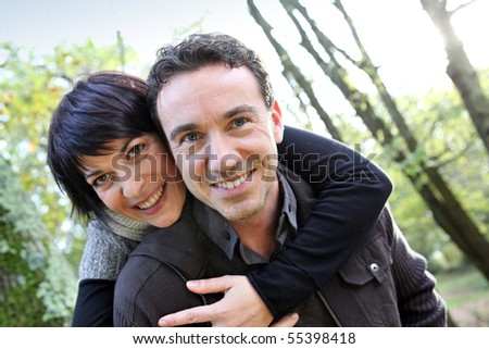 Portrait of a smiling couple in the countryside