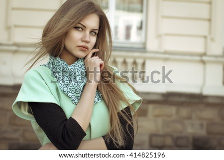 Portrait of stylish blonde woman at the street. Closeup shot