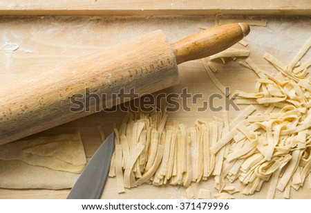 Preparation of delicious home noodles, now only slice.