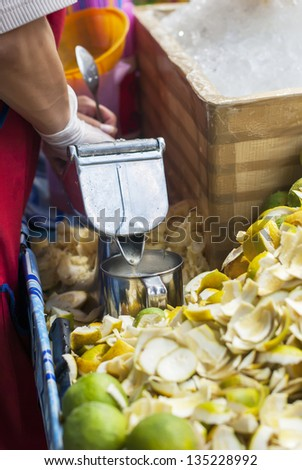 Preparation of Juice from citrus, street food