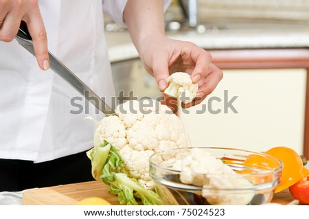 Preparation of vegetarian salad from fresh vegetables