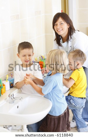 preschoolers in bathroom washing hands