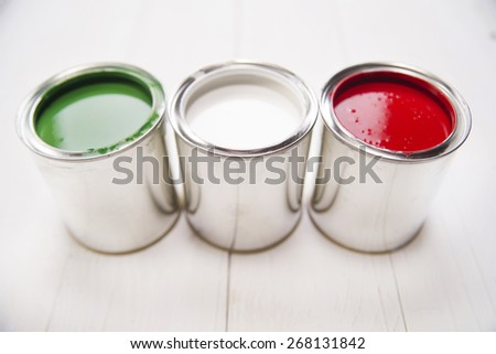 Presentation of the flag of the Italian flag through three cans of paint - stock photo
