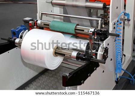 Printing and packing machine from plastic roll