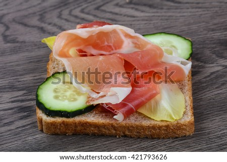 Prosciutto sandwich with cucumber and salad leaves