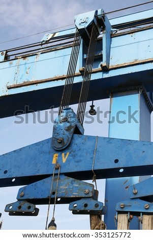 pulley and cables of travelift in a shipyard