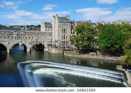 Pulteney Bridge;  River Avon in Bath, England