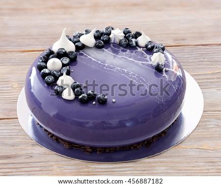 Decorating a mirror glaze cake - Mousse decoration ...