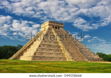 Pyramid in Chichen Itza, Temple of Kukulkan. Yucatan, Mexico