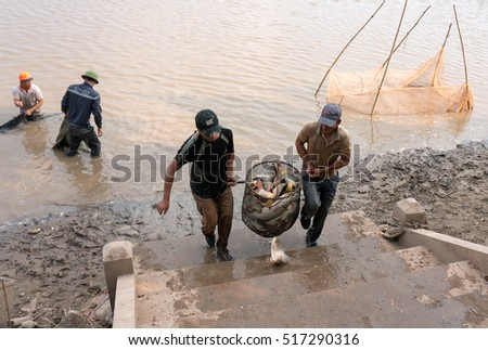 QUANG NGAI, Vietnam, November 17, 2016 farmers, rural Quang Ngai, Vietnam, fishing. Where lakes