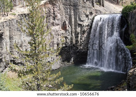 Rainbow Falls.Rainbow Falls is located west of the town of Mammoth in California's Sierra Nevada Mountains - stock photo