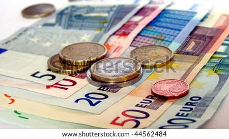 Range of Euro coins and bank notes (16:9 aspect ratio)