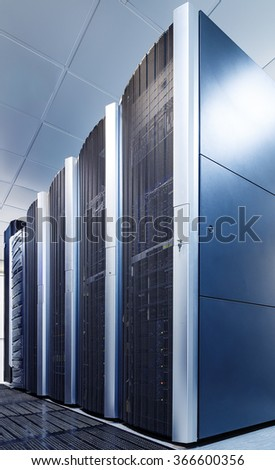 ranks modern supercomputers in computational data center