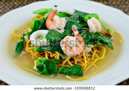 Rat Na / Lad Nah / Rad Na. Fried noodle with pork and fresh chinese ...