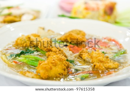 Rat-na, Soup Golden mushroom and fried chicken in Thai-Chinese style food