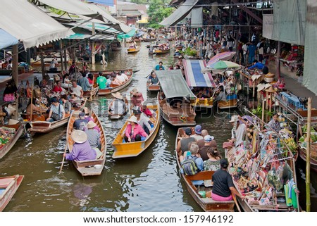 RATCHABURI - OCTOBER 18: Local people selling goods on the wooden boats at Damnoen Saduak floating market on Oct 18,2012 in Ratchaburi,Thailand . - stock photo