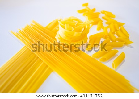 raw spaghetti in bowl