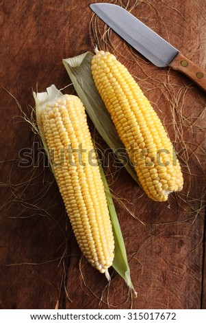 Raw Yellow Sweet Corn for Cooking