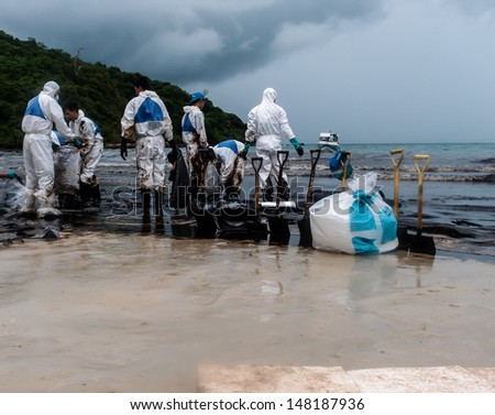 RAYONG -JUL 31: Thai navy clean up oil from Aou Prow beach, Rayong, Thailand on Jul 31, 2013. The 50 tons spilled oil came from the accidental leaking during transferring from tanker on July 27. - stock photo