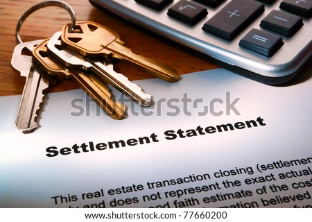 Real estate home seller settlement statement Realtor worksheet for house sale estimated net profit at closing with house keys and calculator - stock photo