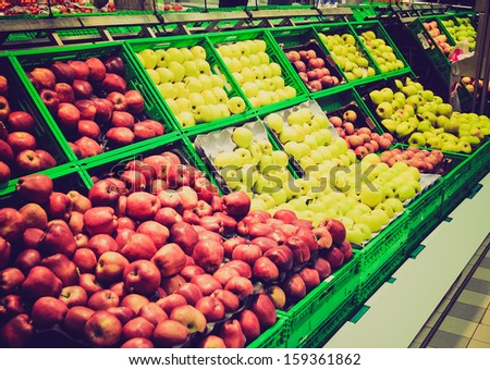 Red and green apple fruits in a supermarket vintage look