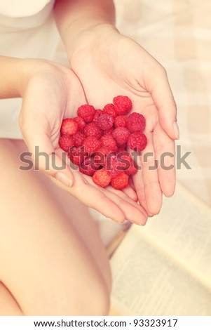 red berries in the hands