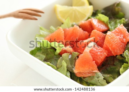 Red grapefruit and lettuce salad