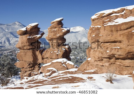 """Red Sandstone rock formation known as the """"Siamese Twins"""" in Garden of the Gods Park, located in Colorado Springs, Colorado - stock photo"""