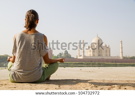 relaxing at taj mahal