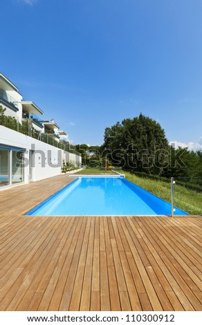residence with swimming pool