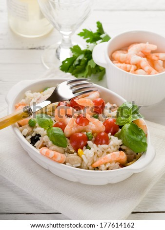 rice salad with shrimp and tomatoes