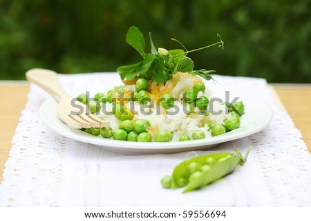 Rice with peas and onions