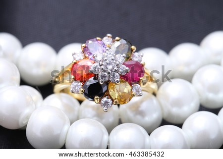 Ring with differet color gemstone