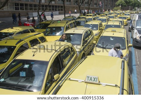Rio de Janeiro, Brasil - April 01, 2016:  Taxi drivers in Rio de Janeiro protesting against the UBER application, closing the streets - stock photo