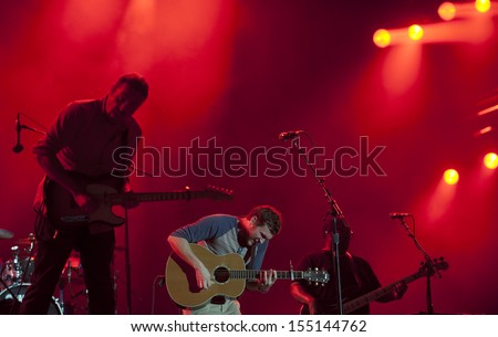 RIO DE JANEIRO, BRAZIL - SEPTEMBER 21:  US singer Phillip Phillips (C), performs at the Rock in Rio 2013 concert , on September 21, 2013 in Rio de Janeiro, Brazil.