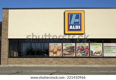 RIVER FALLS,WISCONSIN-OCTOBER 02,2014: Aldi retail storefront. Aldi is a discount grocer based in Germany. - stock photo