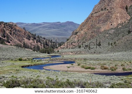 River valley and mountains in the Sierra Nevada range of California