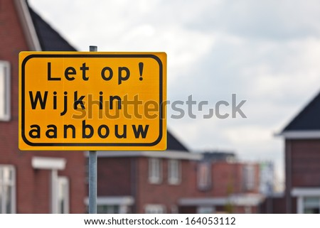 Road sign with Dutch text warning for house construction site