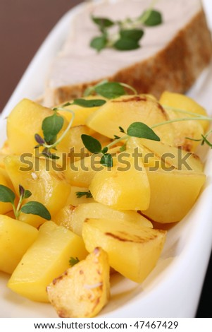 Roasted potatoes with herbs and tuna steak