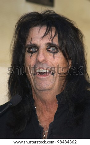 Rock star ALICE COOPER on Hollywood Blvd where he was honored with the 2,243rd star on the Hollywood Walk of Fame. December 2, 2003  Paul Smith / Featureflash