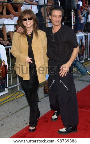 Rock star EDDIE VAN HALEN & actress VALERIE BERTINELLI at the world premiere, in Los Angeles, of America's Sweethearts. 17JUL2001   Paul Smith/Featureflash