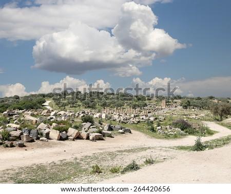 Roman ruins at Umm Qais (Umm Qays) --is a town in northern Jordan near the site of the ancient town of Gadara. Umm Qais is one of Jordan's most unique Greco Roman Decapolis sites - stock photo
