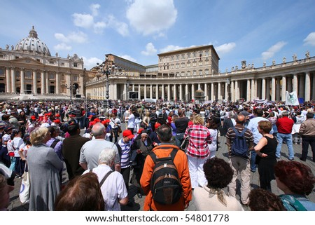 ROME - MAY 9: Crowds of pilgrims gathered on May 9, 2010 at Saint Peter's Square in Vatican. Thousands of people are praying together with Pope Benedict XVI on famous Sunday Angelus. - stock photo