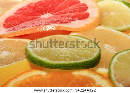round slices of lime and other citrus